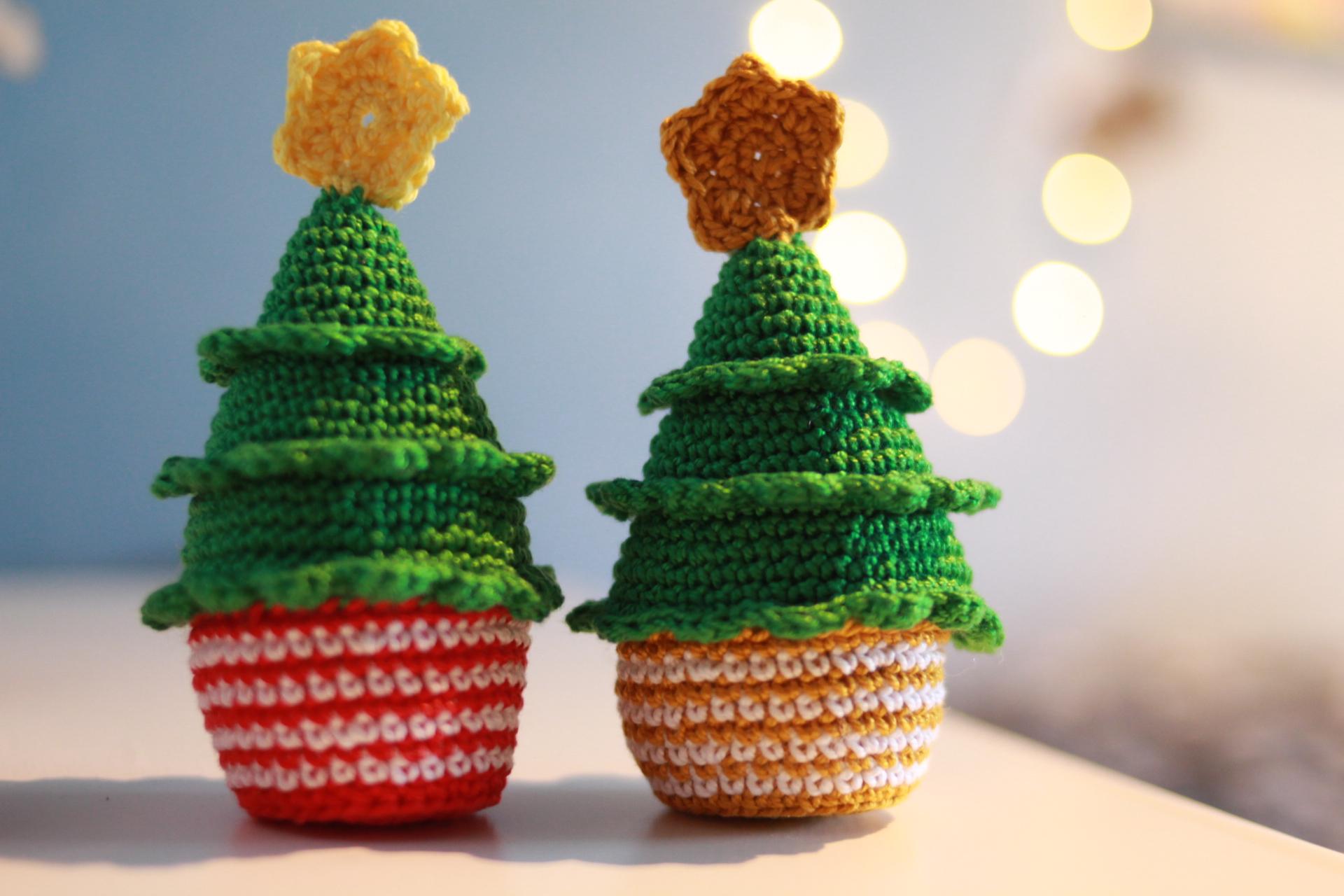 Albero Di Natale Uncinetto Esecuzione.Albero Di Natale Con Vaso Schema Gratis Amigrumi Uncinetto Crochet